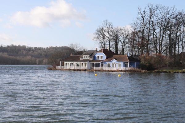 Vue sur le lac de l'Ailette dans l'Aisne