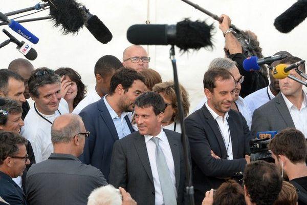 Manuel Valls à son arrivée à La Rochelle pour l'université d'été du PS