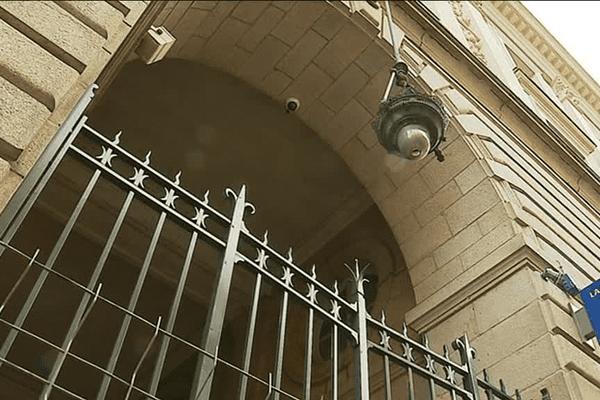 Des grilles en fer forgé pour le Palais du commerce à Rennes