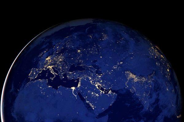 La pollution lumineuse vue du ciel : et à côté de nous ?