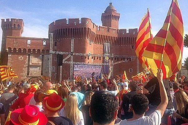 Des milliers de supporters de l'USAP se sont retrouvés devant le Castillet, à Perpignan