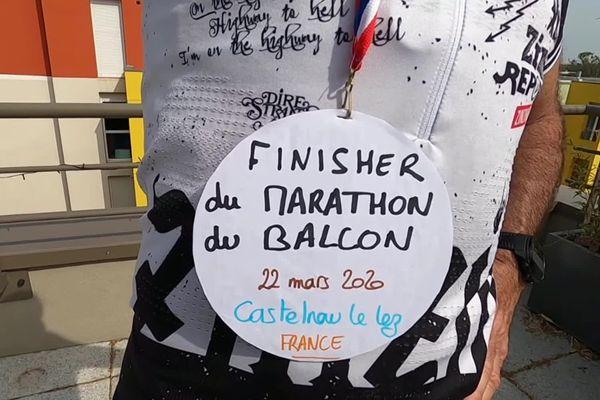 Castelnau-le-Lez (Hérault) : Zinzin reporter et son marathon confiné sur le balcon - 22 mars 2020.