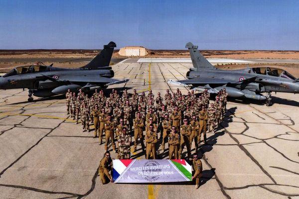 Les militaires français en Jordanie et la banderole de Cible Dampierre Hand-Ball