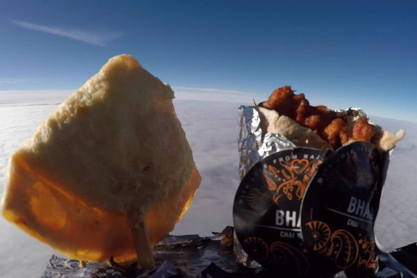 Le wrap et le samosa envoyés dans l'espace par un Anglais