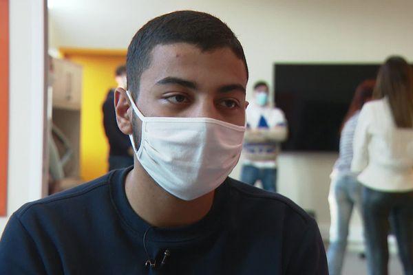 """""""J'ai failli décrocher"""" avoue Ahmed Fawzi, étudiant en 1ère année de Droit"""
