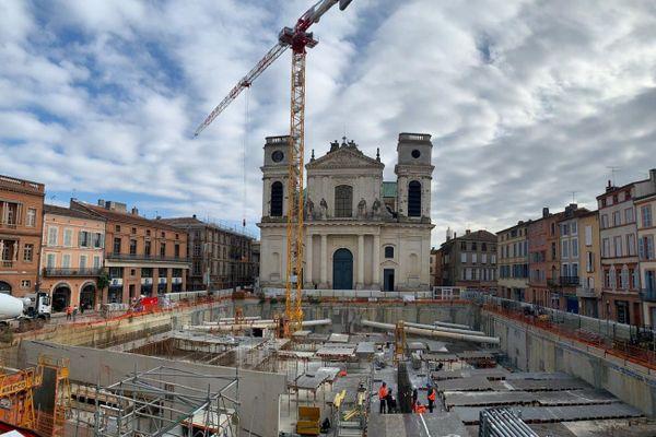 Le chantier du parking devant la cathédrale à Montauban.