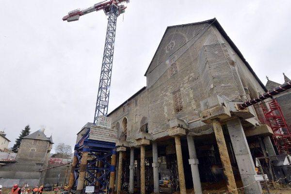 Plus de dix mètres de vide séparent le sol du XIVe siècle de l'ancien couvent des Jacobins au coeur de Rennes.