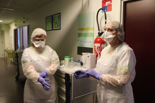 Des infirmières de l'unité Covid-19 du centre hospitalier d'Arras.