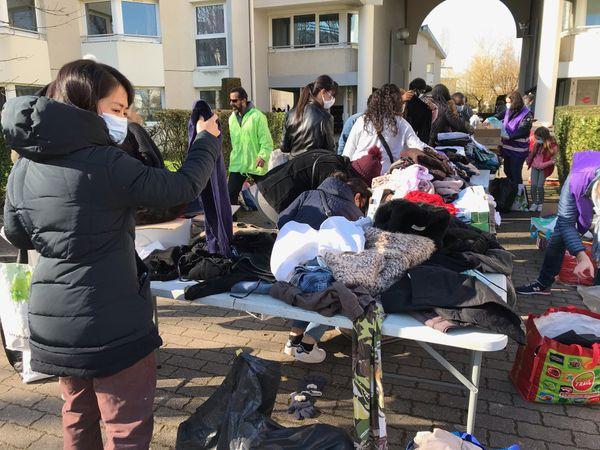 C'est la deuxième fois que l'association un visage un sourire distribue gratuitement des vêtements et des produits d'hygiène sur le Campus de l'Université de Caen, samedi 27 février 2021.
