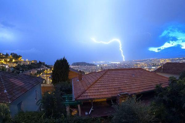La foudre est notamment tombé près de l'aéroport de Nice Côte d'Azur.