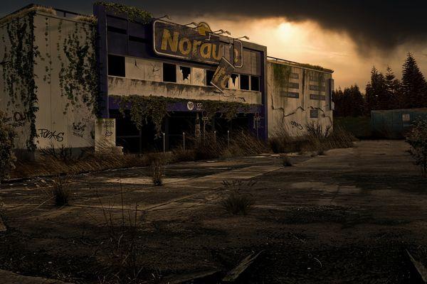Le magasin Norauto de Montbéliard après l'apocalypse.