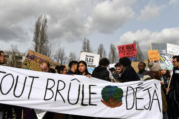 Les lycéens sont appelés à un grand rassemblement place de la Victoire (image d'illustration)