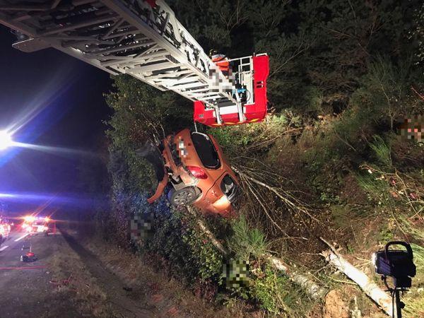 Les pompiers ont dû déployer une grande échelle à la suite d'un accident au Theil-de-Bretagne
