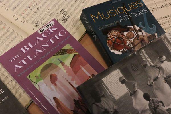Des livres devaient initialement être exposés aux côtés des vinyles à Bourges.