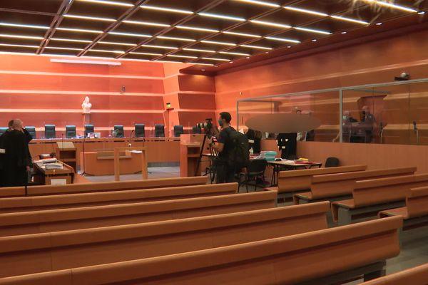 Au deuxième jour d'audience, la cour et les jurés s'attachent à cerner au fil des témoignages, la personnalité des accusés. Le verdict est attendu le 2 juillet
