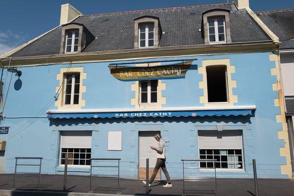 Loïg Chesnais-Girard, président de la région Bretagne, avait proposé que la Bretagne soit un laboratoire du déconfinement. Penmarc'h à la pointe du pays bigouden s'était portée volontaire. Il n'en sera rien. Les terrasses des bars pourront ouvrir le 19 mai comme ailleurs en France.