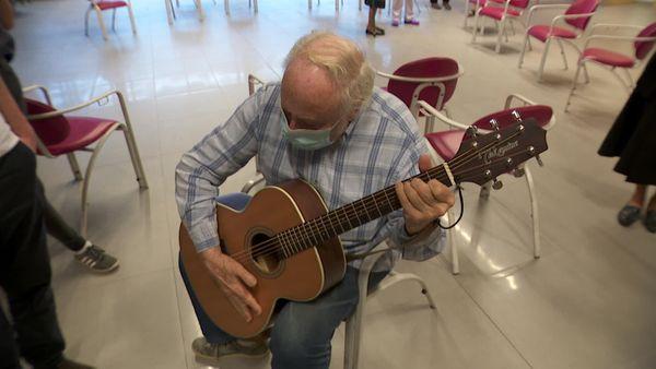 Pierre, 79 ans, se lance dans un solo débridé