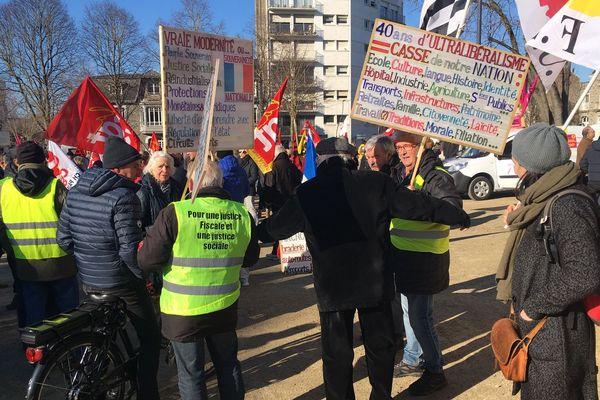 Plus de 300 personnes ont pris part à la manifestation contre la réforme des retraites ce jeudi 6 février 2020 à Saint-Brieuc.