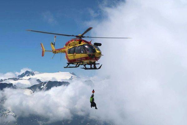 - Photo d'illustration - L'hélicoptère de la Sécurité Civile, Dragon 74, lors d'une intervention