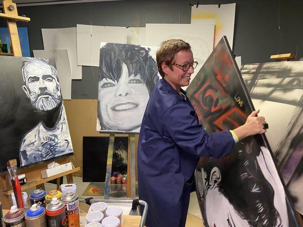 Moko, artiste peintre, est fière d'appartenir à ce collectif d'entraide et de collaboration.