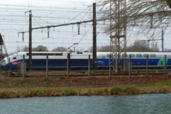 Un TGV est immobilisé dans l'Yonne en raison d'une alerte pour un colis suspect vendredi 6 février 2015