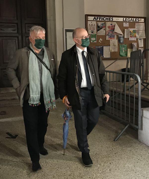 Didier Noyer et l'avocat des parties civiles, Me Bernard Boulloud, lors de la suspension d'audience ce lundi 10 mai.