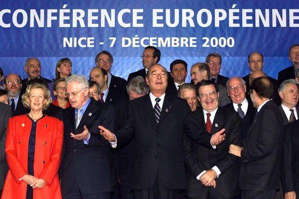 Le 7 décembre 2000 à Nice, photo de famille lors de la conférence européenne.