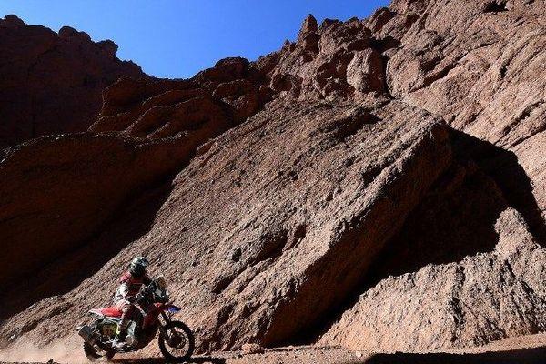 Le Grdois Michaël Metge, d'abord donné vainqueur de la 10e étape du Dakar-2017 jeudi, entre Chilecito et San Juan (Argentine), a écopé d'une heure de pénalité et se trouve du même coup privé de sa victoire.