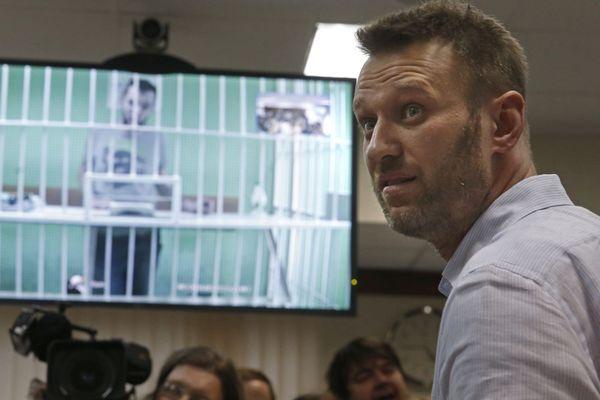 Alexei Navalny et son frère emprisonné Oleg, en vidéo, dans l'attente de son verdict - 17/02/2015