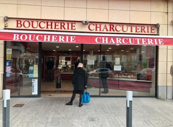 Les clients affluent à la boucherie Chauveau de Mondeville