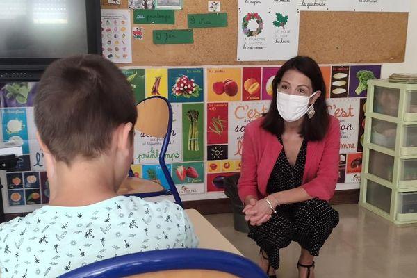 Ce lundi, Julie Benetti, rectrice de l'académie de Corse est en visite dans une école primaire d'Ajaccio pour le premier jour de réouverture