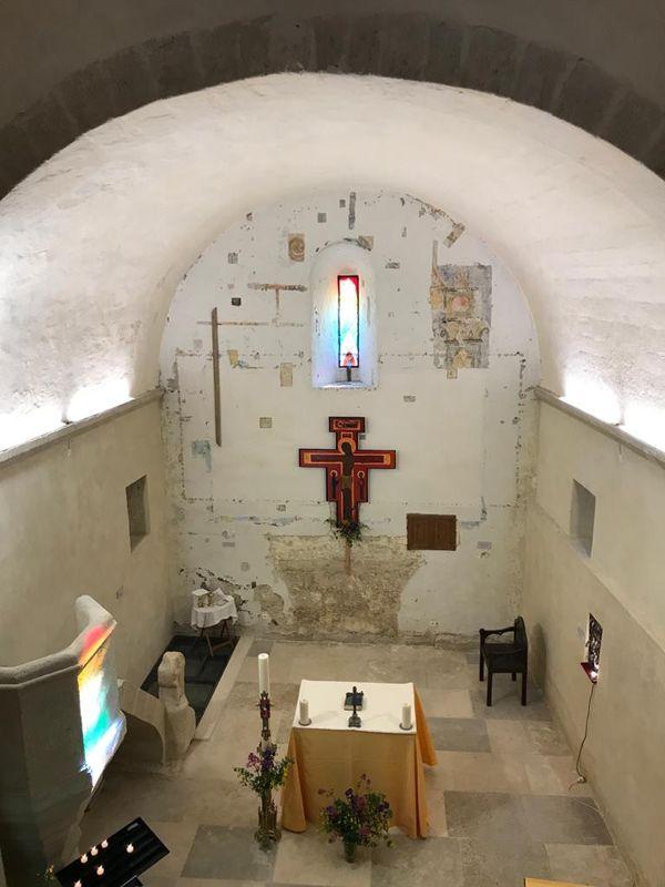 L'intérieur de la Chapelle Saint Nazaire, à Aubais, a été rénové au fil des ans grâce aux efforts de l'association locale et au financement de la DRAC.