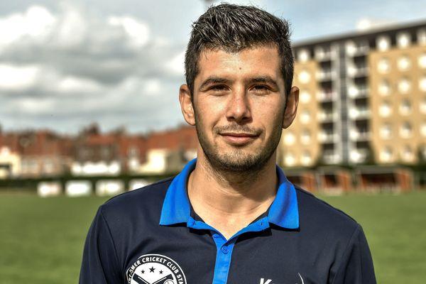 Ataullah Otman Khil, l'un des joueurs de l'équipe de cricket de Saint-Omer.
