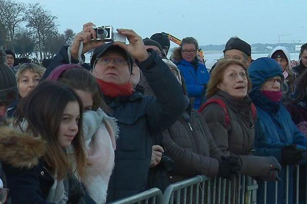Les admirateurs étaient nombreux ce matin sur le port de La Rochelle pour dire au revoir à la frégate.