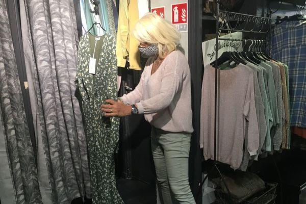 Pascale Ribeiro, dans son magasin de vêtement du centre-ville de Rouen