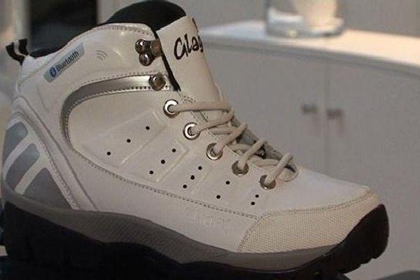 La semelle intelligente de la chaussure permet de calculer le nombre de pas, la distance parcourue ou encore les calories dépensées.