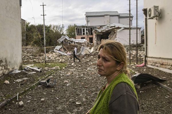 Stepanakert en Azerbaïdjan, les civils fuient le conflit dans une capitale dévastée