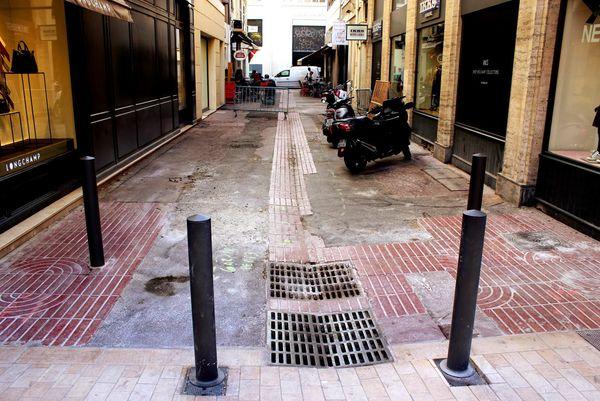 Dans la rue Paradis, à Marseille, le béton remplace les pavés