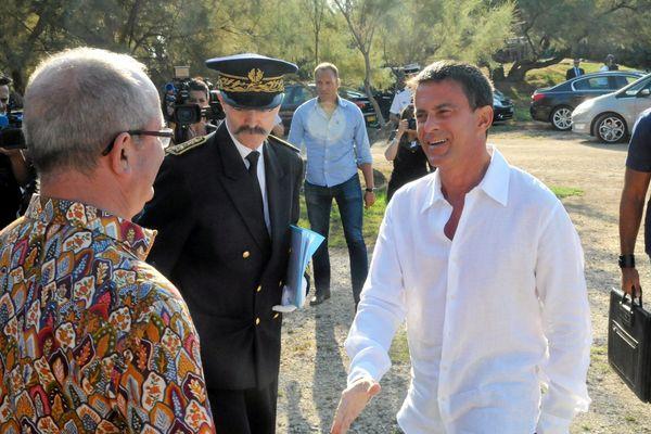 Manuel Valls en visite dans le Gard avec le socialiste Jean Denat - août 2015.