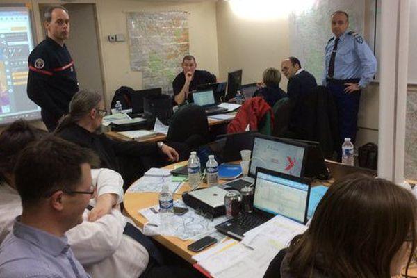 """La simulation d'une crue exceptionnelle de la Seine a commencé. En préfecture des Yvelines, plusieurs """"acteurs"""" tentent de limiter les dégâts."""