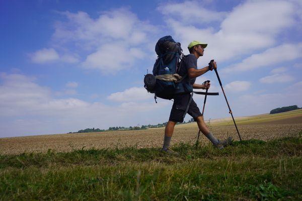 A 30 ans, il a décidé de partir marcher pendant 3 mois pour retourner dans le village sarde de ses grands-parents.