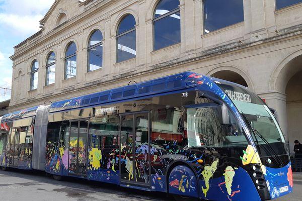 Le nouveau tracé de la ligne T2 de tramway et de bus à Nîmes (Gard) risque de supprimer des places de parking.