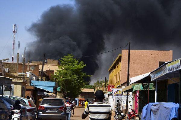 L'attentat devant l'ambassade de France à Ouagadougou au Burkina Faso aurait fait au moins 28 morts