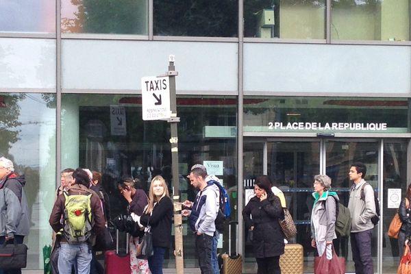 Aucun bus ni tram ne circule à Nancy ce mardi, laissant les usagers sans moyen de transport.