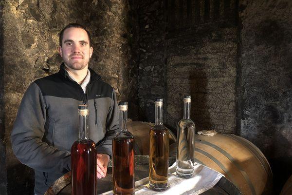 Rémi Brocardo, bouilleur de cru et distillateur, dans son chai au domaine de Lassalle-Baqué