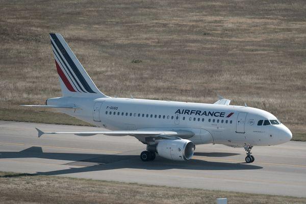 Dimanche 19 août la ligne Air France entre Paris-Orly et Clermont-Ferrand a fortement été perturbée par des retards. C'est un vol pour Aulnat annulé dans la matinée à Paris qui est à l'origine de dimanche pour le moins compliqué.  Décidement les retards s'enchaînent...