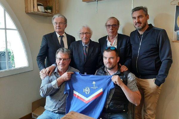 Les promoteurs du projet, parmi lesquels le maire de Colombey, Pascal Babouhot (en bas à gauche), et le manager du Variétés Club de France, Jacques Vendroux (en haut au centre-gauche).