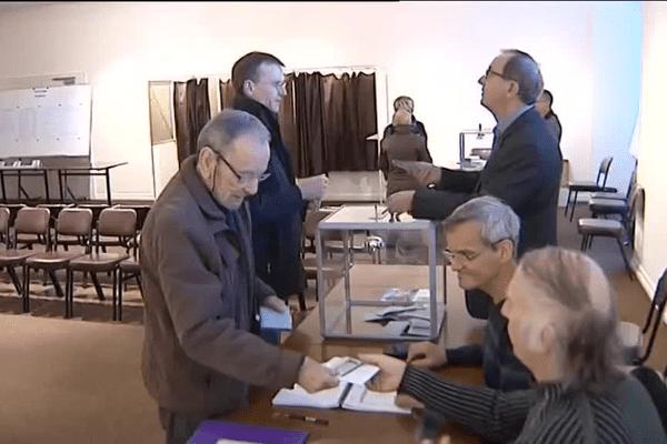 Dès 8h ce matin dans le bureau de vote de la mairie de Sochaux