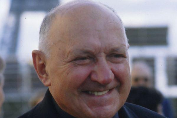 Joseph Wresinski est un prêtre diocésain français, fondateur du Mouvement des droits de l'homme ATD Quart Monde, initiateur de la lutte contre l'illettrisme.