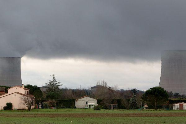 Les deux réacteurs nucléaires de la centrale de Golfech dans le Tarn-et-Garonne